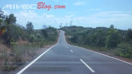 Jalanan menuju Piayu Laut