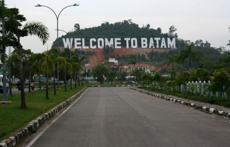 Banner Raksasa Welcome to Batam