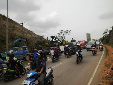 Lalu lintas Batam biasa melawan arus