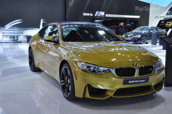 BMW M4 Coupe versi MassPro