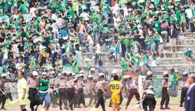 Bola Rusuh di Indonesia :(