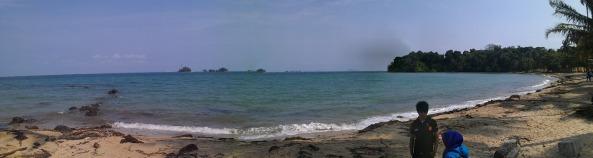 Pantai...tidak terlalu bersih, tapi lumayan