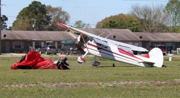 Pesawat vs Penerjun 10