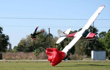 Pesawat vs Penerjun 5