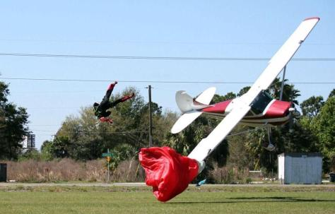 Kecelakaan Pesawat dan Penerjun Payung