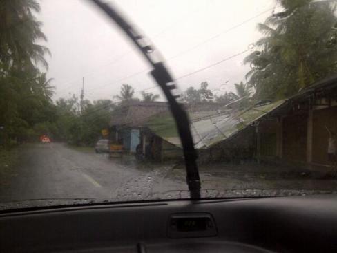 Angin Ribut di Sleman - 5 Mei 2014