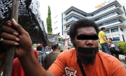 Demo di depan kantor PLN Batam