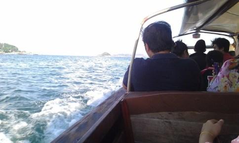 Naik Pompong ke Belakang Padang