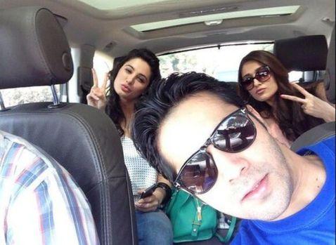 Selfie di Mobil (Foto : Kapanlagi.com)