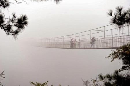 Jembatan Kaca di Pingjiang China