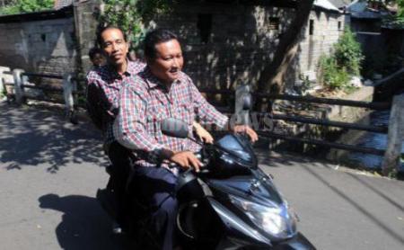 Jokowi Kampanye Tidak Pakai Helm (bennythegreat.wordpress.com)