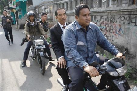 Jokowi tidak pakai helm