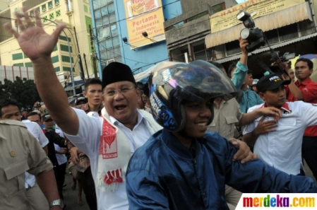 Prabowo Tidak Pakai Helm Lagi