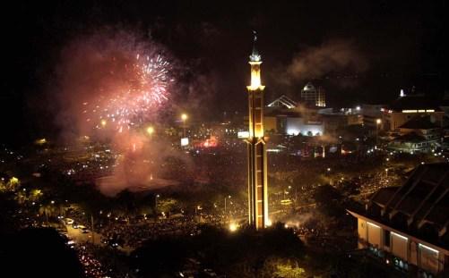 Pesta Kembang Api di Engku Putri (esont.wordpress.com)