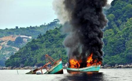 Kapal Pencuri Ikan Asing Ditenggelamkan