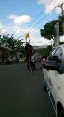 Mbah Yudi ke Jakarta Naik Egrang