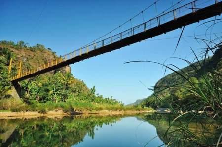 Kalau yang ini Jembatan Gantung Imogiri
