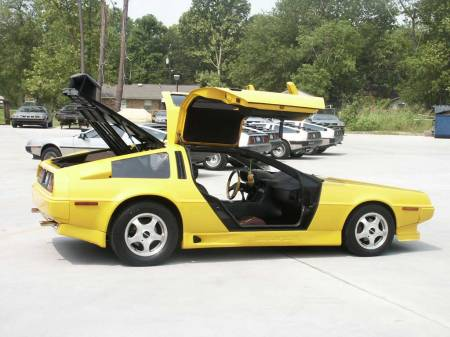 Delorean Kuning