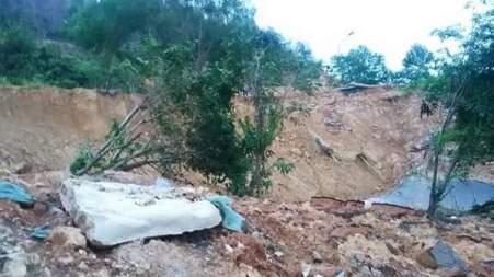 Kondisi terkini Jalan Bukit Kemuning yang longsor (Feb 2016)