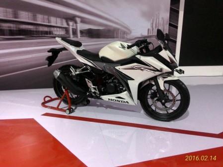 All New CBR150R - Revolution White