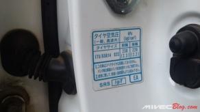 Petunjuk tekanan ban juga pakai bahasa Jepang