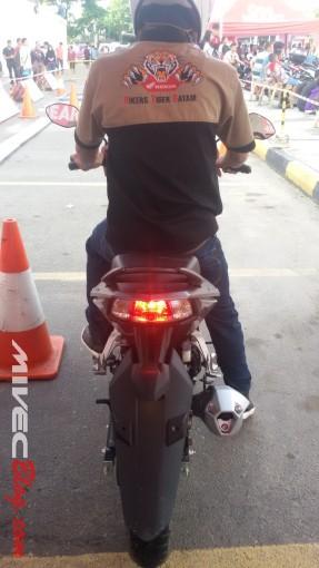 Rem depan belakang LED