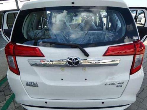 Toyota Calya Putih - Belakang