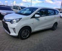 Toyota Calya Putih - Samping