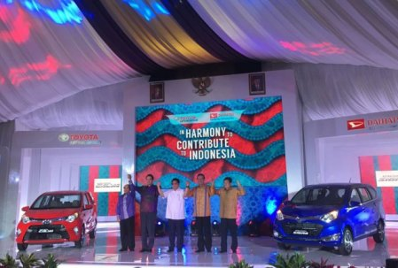 Launching Toyota Calya dan Daihatsu Sigra