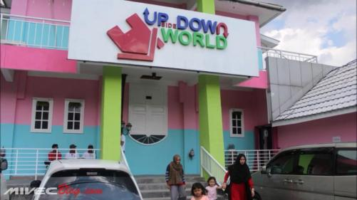 Foto depan Upside Down World Jogja