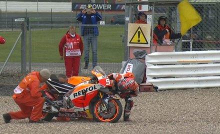 Marquez terjatuh di FP1 Silvestone