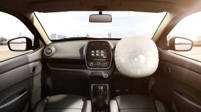kwid_front_dashboard_shot_air_bag_v-2_jpg_ximg_l_12_m_smart