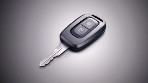 kwid_key_shot_v-3_jpg_ximg_l_12_m_smart