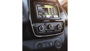 kwid_media_nav_shot_hands_free_telephony_v-3_jpg_ximg_l_12_m_smart