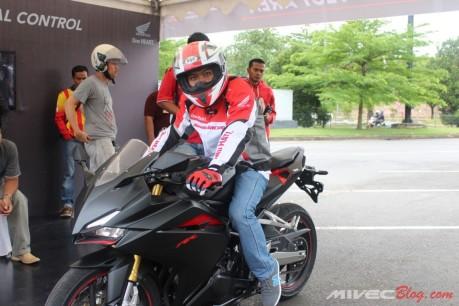 Yookk test ride CBR250RR
