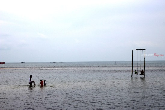 Ayunan - Spot foto di Pantai Setokok saat Air Laut Pasang