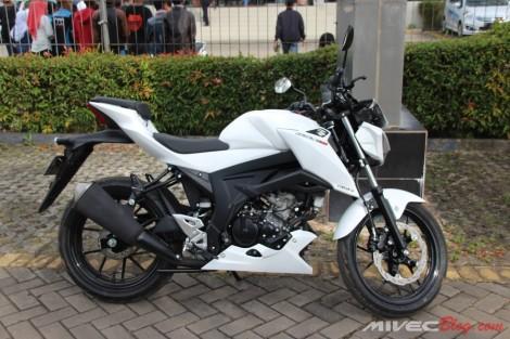 GSX-S150 Putih Ganteng ya...