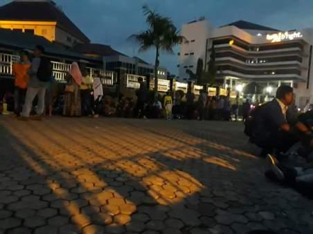 Antrian Paspor di Batam sejak Subuh