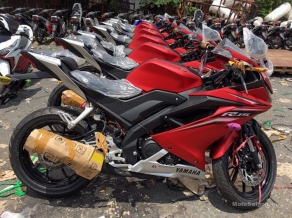 Yamaha-R15-v3.0-Vietnam-dealership-side