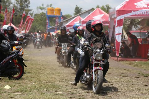 Bikers memasuki lokasi Honda Bikers Day (HBD) 2016 di Banyuwangi