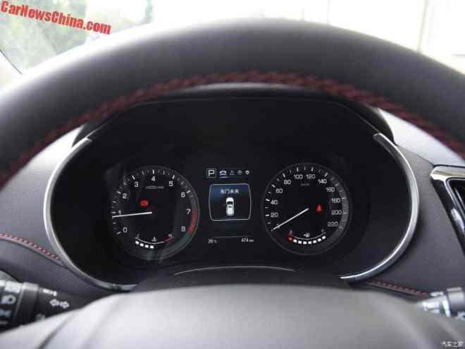 Speedometer Analog dengan MID di bagian tengah