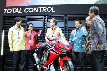 Jajaran Eksekutif Honda Perkenalkan CBR1000RR Fireblade di GIIAS 2017
