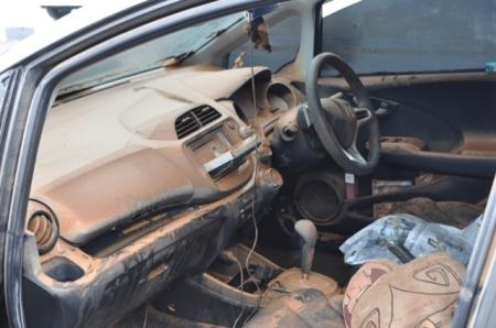 Kabin mobil yang kebanjiran