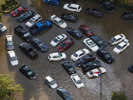 Mobil Kebanjiran akibat Topan Harvey