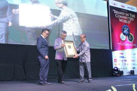 Perwakilan AHM menerima dua penghargaan Best Brand Award (IBBA) 2017
