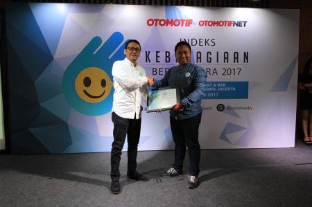 Eggi Reza, Public Relation PT.YIMM menerima Indeks Kebahagiaan Berkendara (IKB) award 2017