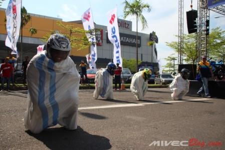 Games seru bagi peserta Suzuki Bike Meet Batam