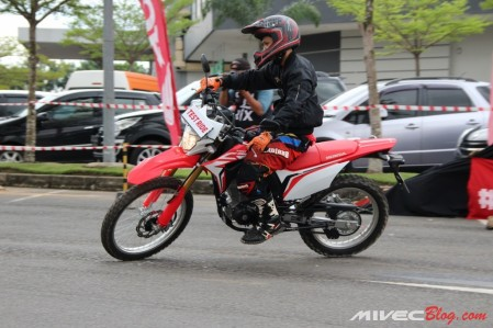 Sesi Test Ride dalam event Launching Honda CFR150L Batam