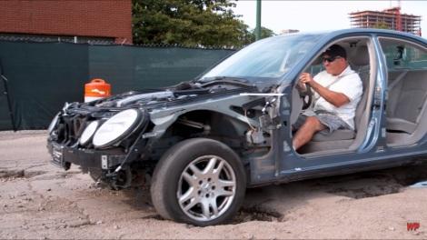Percobaan Warped Perseption menghajar lubang di jalan dengan mobil