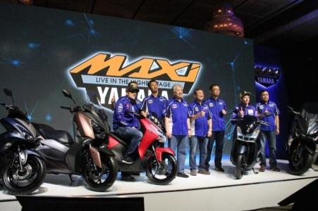 Valentino Rossi dan Maverick Vinales bersama Management YIMM saat launching Yamaha Lexi di Jakarta (4)